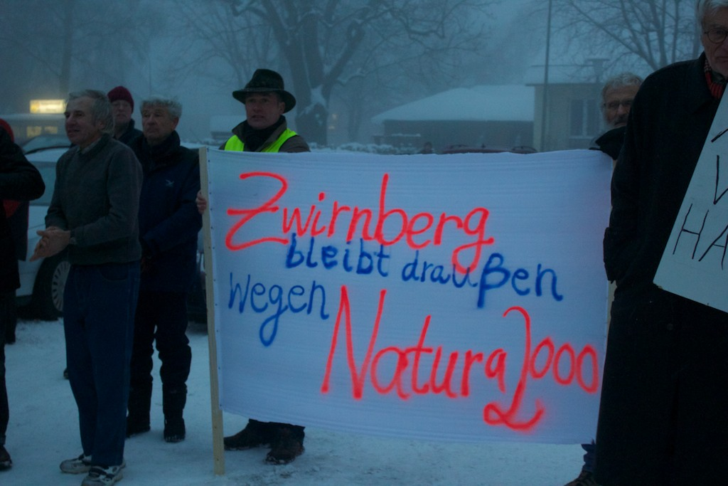 Demo Ulrichstein 2013 - Banner gegen Windkraft am Zwirnberg
