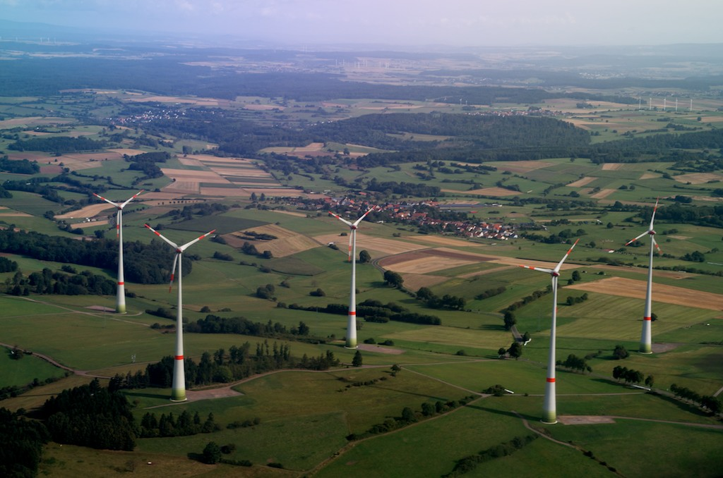 Dreiarmige Banditen im Windpark auf der Platte bei Ulrichstein