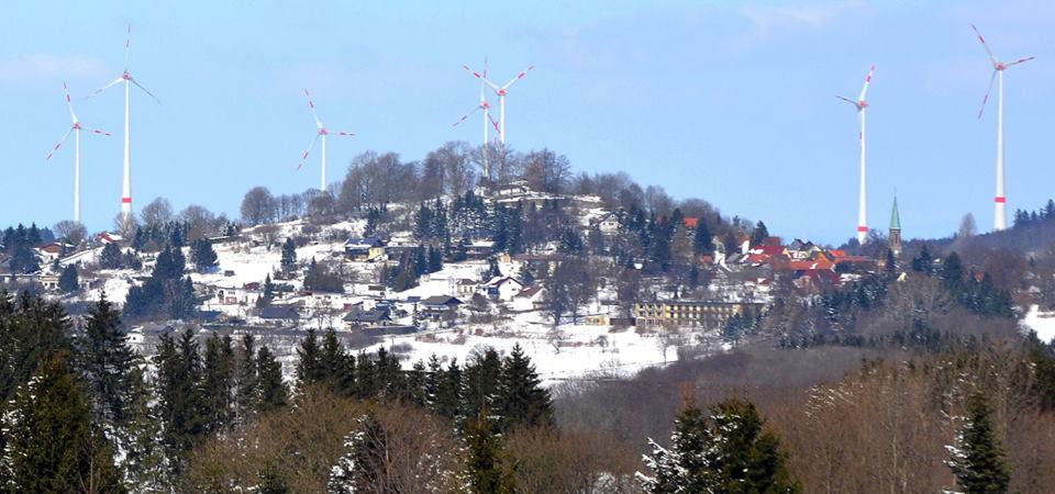 """Schlossberg in Ulrichstein durch """"Windpark"""" auf der Platte verschandelt"""
