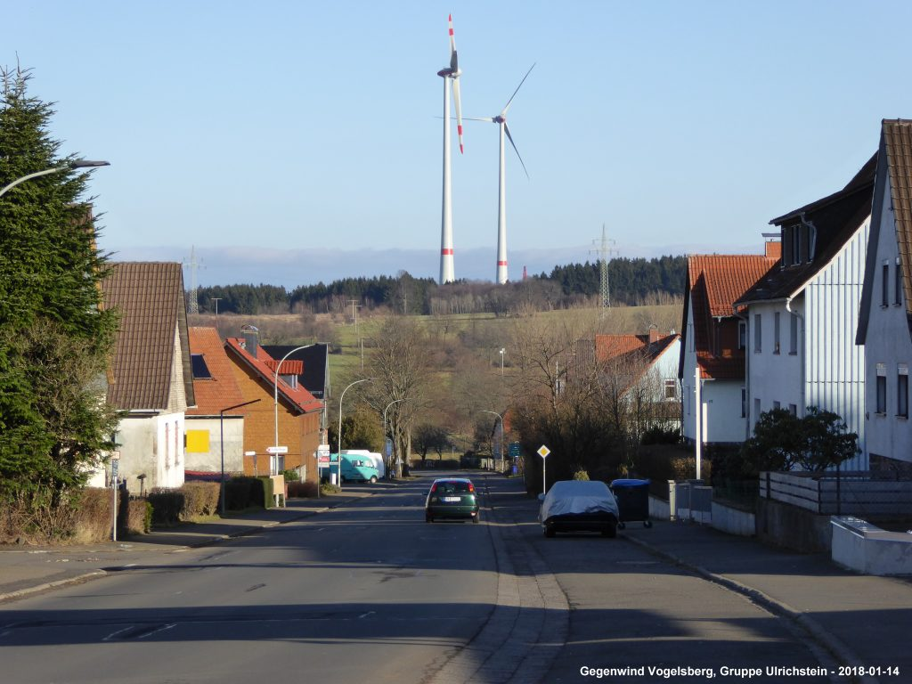 Die Bevölkerung kotzt vor lauter Windkraft - immer mehr dreiarmige Banditen werden in Ulrichstein errichtet. Die Gier kennt keine Grenzen mehr. Hier der neue Windpark am Kopf bei Ulrichstein
